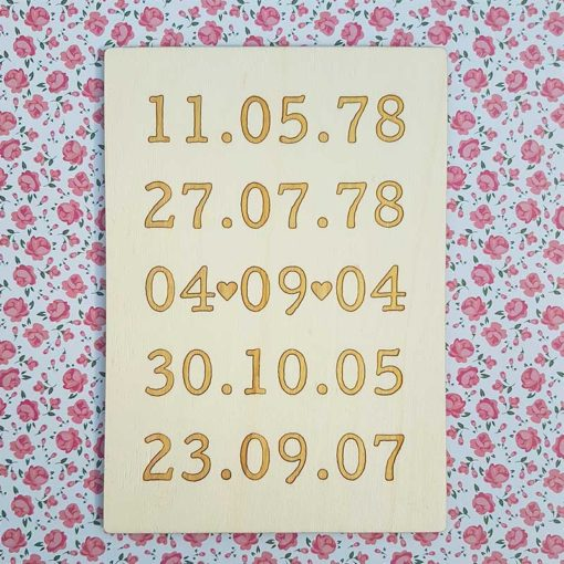 Pancarte en bois avec dates marquantes de la famille naissance mariage