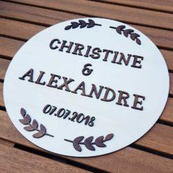 Pancarte et enseigne ronde en bois et relief pour décorer son mariage