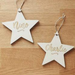Boule de Noël en bois gravée étoile personnalisée avec prénom
